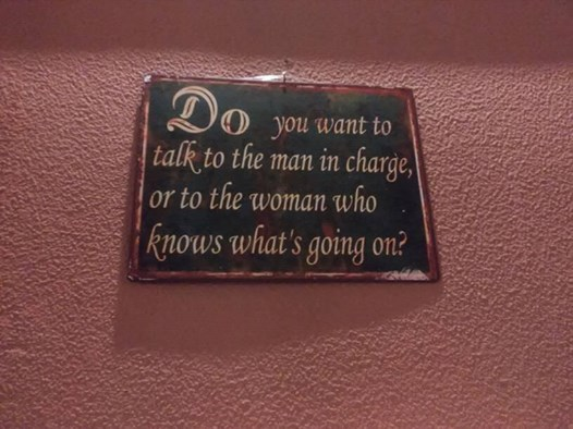 Frase placard the man and woman